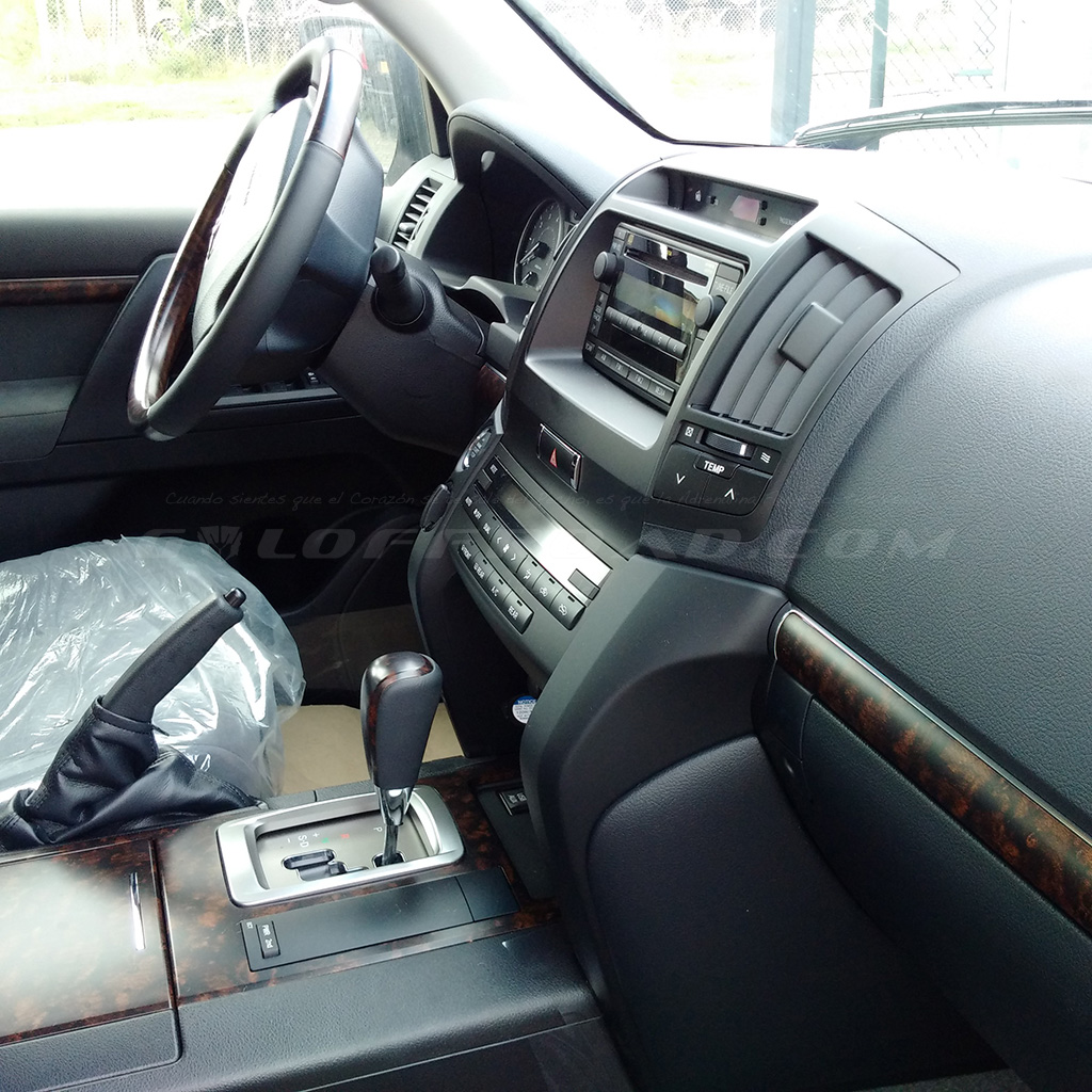 Interior Toyota LandCruiser 200 GX