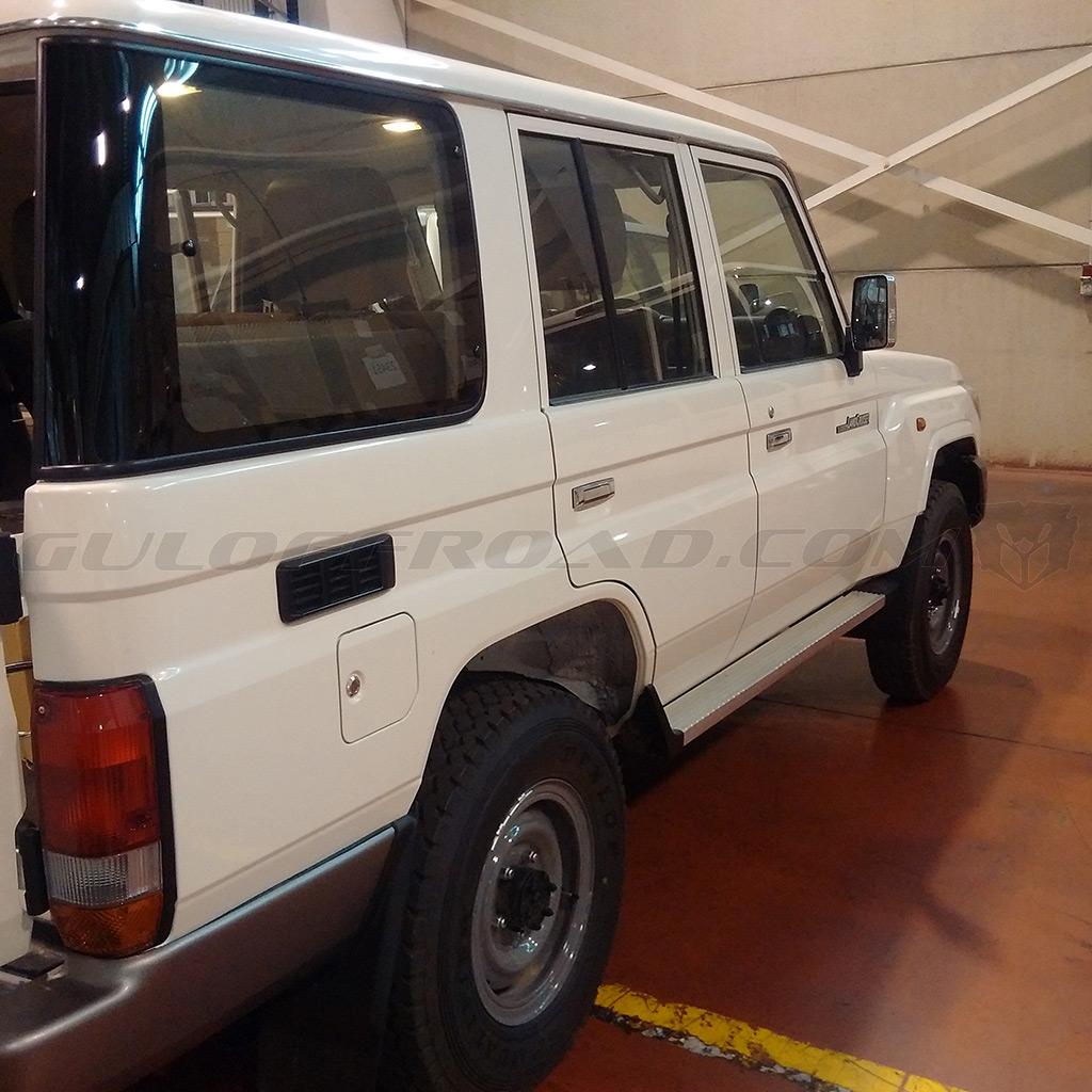 Toyota LandCruiser GRJ76